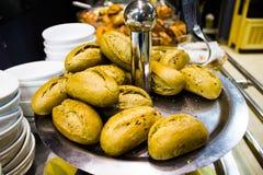 Rollos de pan fresco deliciosos Imagen de archivo libre de regalías