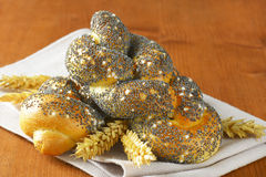 Rollos de pan trenzados de la semilla de amapola Imagen de archivo