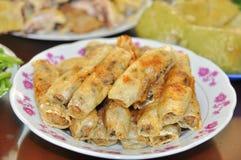 Rollos de primavera fritos para el partido de finales de ano en cada familia vietnamita en el Año Nuevo lunar Fotos de archivo