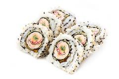 Rollos de sushi aislados, fondo blanco Imagen de archivo