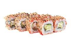 Rollos de sushi con el aguacate y el camarón del sésamo Imagenes de archivo