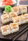 Rollos de sushi con el teriyaki de color salmón Imagenes de archivo