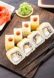 Rollos de sushi con la anguila ahumada y el plátano Imagen de archivo libre de regalías