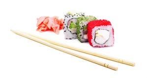 Rollos de sushi con los palillos Imagenes de archivo
