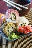 Rollos de sushi con los pescados rojos Fotografía de archivo libre de regalías