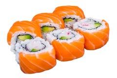 Rollos de sushi de color salmón aislados en blanco Fotografía de archivo libre de regalías