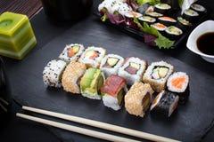 Rollos de sushi en la placa Imágenes de archivo libres de regalías