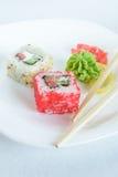 Rollos de sushi en la placa Fotografía de archivo libre de regalías
