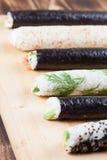Rollos de sushi hechos en casa Imagen de archivo libre de regalías