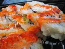 Rollos de sushi japoneses calientes y picantes Fotografía de archivo