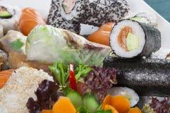 Rollos de sushi mezclados foto de archivo libre de regalías