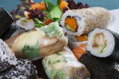 Rollos de sushi mezclados fotografía de archivo
