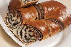 Rollos dulces caseros con las semillas de amapola Fotografía de archivo libre de regalías
