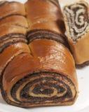 Rollos dulces caseros con las semillas de amapola Fotos de archivo