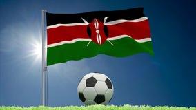 Rollos el agitar y del f?tbol de la bandera de Kenia almacen de metraje de vídeo