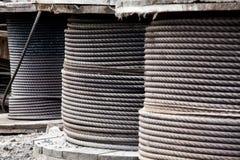 Rollos grandes de los cables de acero Foto de archivo libre de regalías