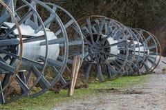 Rollos grandes vacíos del cable del metal Foto de archivo
