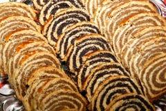 Rollos tradicionales hechos en casa de la semilla y de la nuez de amapola para la Navidad Fotografía de archivo libre de regalías