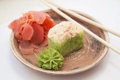 Rollos y sushi tradicionales japoneses de las comidas Foto de archivo