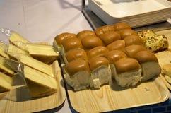 Rollos y torta de la cena Foto de archivo libre de regalías
