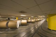 Rolls énorme de papier dans l'usine de journal Images libres de droits