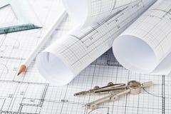 Rolls архитектурноакустических планов жилищного строительства светокопии на предпосылке светокопии стоковые изображения rf