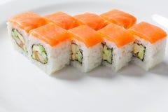 Rolls на белой плите Японская кухня Стоковое Изображение RF
