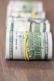 Rolls 100 счетов доллара США Стоковое Изображение