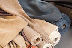 Rolls av den naturliga linnetorkduken Arkivfoto
