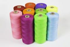 Rolls av det färgrika polyesterrepet Royaltyfri Bild
