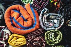 Rolls av färgrikt tyg som en vibrerande bakgrund Royaltyfri Bild