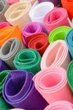 Rolls av kulöra tyger Färg klädde med filt ljusa färger Royaltyfri Fotografi