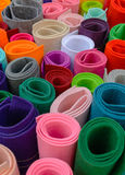 Rolls av kulöra tyger Färg klädde med filt ljusa färger Arkivfoton