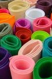 Rolls av kulöra tyger Färg klädde med filt ljusa färger Fotografering för Bildbyråer