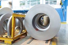 Rolls av metallarket i fabrik royaltyfri fotografi
