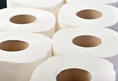 Rolls av toalettpapper vid upprepning Royaltyfria Bilder