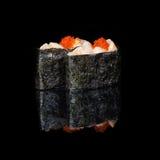 Rolls com partes de ovas dos peixes e dos peixes de voo Foto de Stock