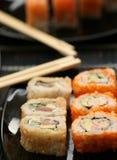 Rolls con el camarón, el cangrejo y el aguacate Foto de archivo