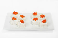 Rolls con il caviale rosso. Sushi. Fotografie Stock