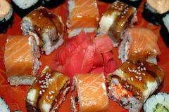 Rolls con il salmone e l'anguilla Fotografie Stock Libere da Diritti