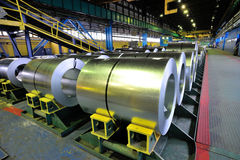 Rolls da chapa de aço em uma planta Imagem de Stock Royalty Free