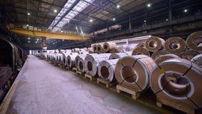 Rolls da chapa de aço dentro da planta Imagens de Stock