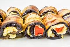 Rolls dai baklozhans con formaggio ed il pomodoro si trovano su un bianco plat Immagini Stock