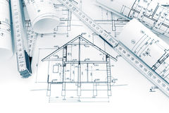 Rolls de desenhos técnicos com planos e de modelos para a casa Imagem de Stock