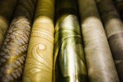 Rolls de diferentes tipos de papel pintado Imágenes de archivo libres de regalías