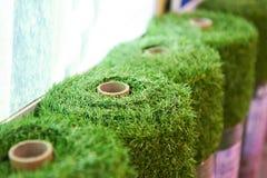 Rolls de la cubierta artificial de la hierba fotos de archivo libres de regalías