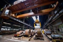 Rolls de la hoja de acero dentro de la planta Foto de archivo libre de regalías