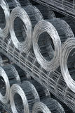 Rolls de la malla metálica atada con alambre Imagen de archivo