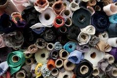 Rolls de la tela y de las materias textiles Imagen de archivo libre de regalías