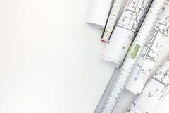 Rolls de modelos arquitectónicos, nivel de alcohol, regla del zigzag encendido Fotos de archivo
